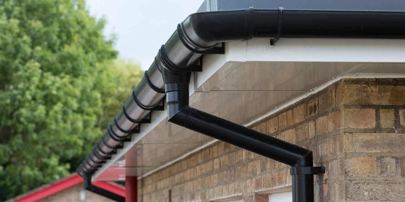 Flush-fit circular aluminium downpipe systems